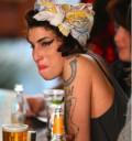 Amy Winehouse captada bebiendo