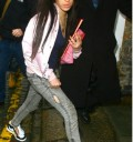 Amy Winehouse con tenis sin agujetas