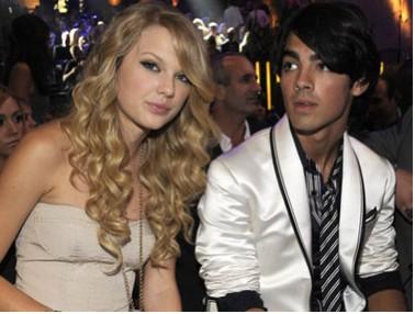 Taylor Swift confirma que Joe Jonas la cortó por teléfono