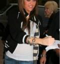 Miley Cyrus firma autógrafos