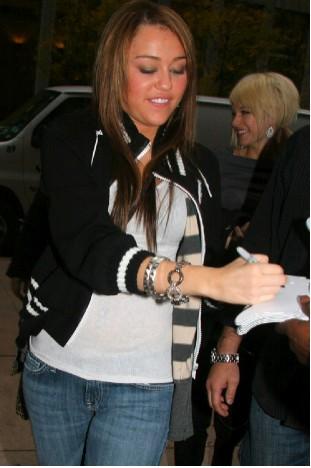 Miley Cyrus sí atiende a sus fans