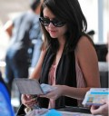 Selena Gomez con lentes