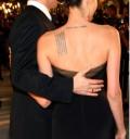Angelina Jolie luce sus tatuajes