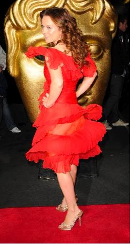 Geri Halliwell muestra su trasero con vestido transparente