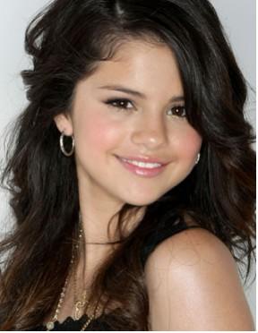 Selena Gomez quiere seguir los pasos de Angelina Jolie