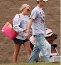 Jamie Lynn con su hija y su novio