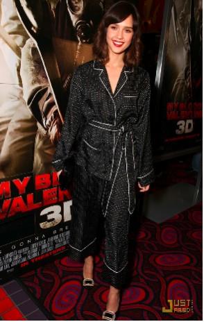 Jessica Alba con atuendo que parece pijama