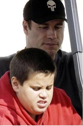 John Travolta y su familia regresan a Florida con las cenizas de su hijo