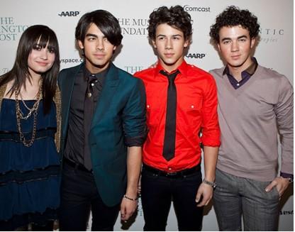 Hijas de Obama disfrutan concierto de Miley Cyrus, Jonas Brothers y Demi Lovato