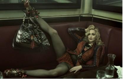 Madonna posa muy sexy para Louis Vuitton