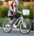 Miley Cyrus en bicicleta