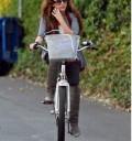 Miley Cyrus de paseo en bicicleta