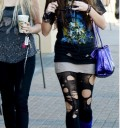 Miley Cyrus con las medias rotas