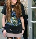 Miley Cyrus con look de Gloria Trevi