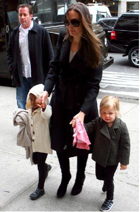 Angelina Jolie de compras con sus hijos