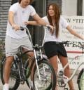 Miley Cyrus en bici