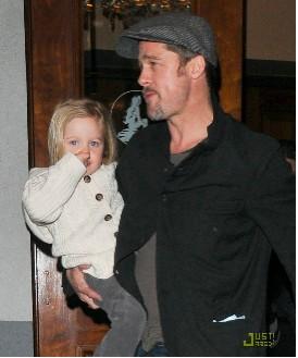 Brad Pitt y Angelina Jolie van en familia al Teatro