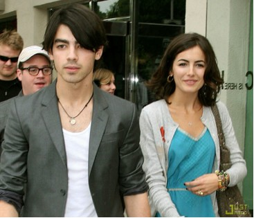 Joe Jonas y Camilla Belle de romance