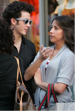Kevin Jonas con Danielle Deleasa