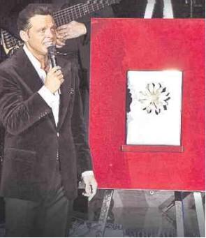 Recibe Luis Miguel reconocimiento por 180 presentaciones en el Auditorio Nacional