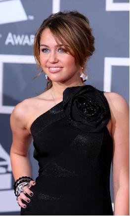 Miley Cyrus muy elegante