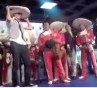 Nigga canta con Mariachi