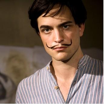 Robert Pattinson como Dalí fotos