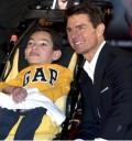 Tom Cruise con niño en México