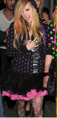Avril Lavigne de antro en antro