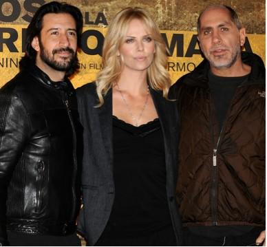 José María Yazpik, Guillermo Arriaga y Charlize Theron