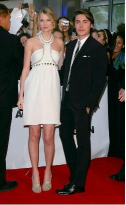 Zac Efron y Taylor Swift en la Premier de 17 Again