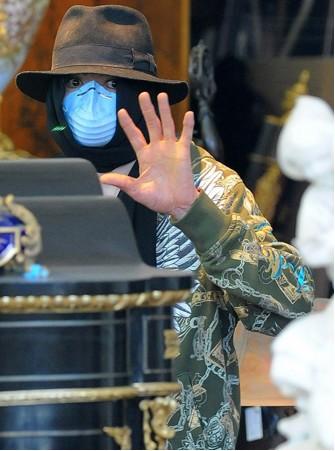 Michael Jackson comprando antigüedades