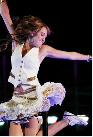 Miley Cyrus no viajará a Puebla por Influenza