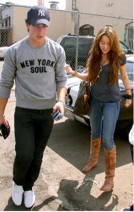 Miley Cyrus y Nick Jonas comieron juntos