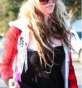 Avril Lavigne con gorra