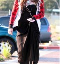 Avril Lavigne con vestido negro