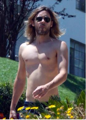 Jared Leto captado sin camisa