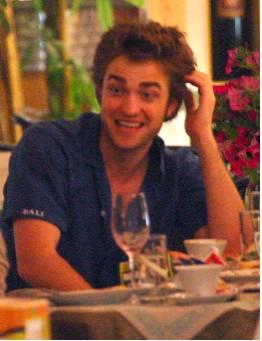 Pagan 20 mil dólares por un beso de Robert Pattinson
