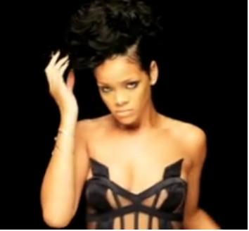 Rihanna en el video de Kanye West