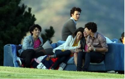 Jonas Brothers, Miley Cyrus, Demi Lovato y Selena Gomez se reunen para campaña ecologista