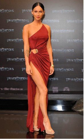 Megan Fox sexy en premier de Transformers 2