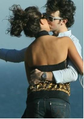 Kevin Jonas se comprometió con su novia