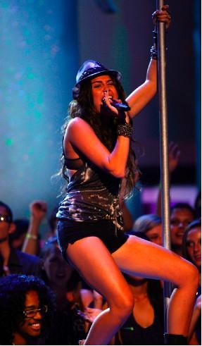 Miley Cyrus muy sexy en los Teen Choice Awards