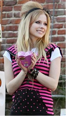 Avril Lavigne se divorcia