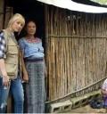 Christina Aguilera con gente de Guatemala