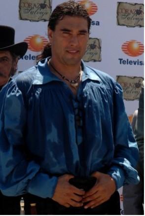 Eduardo Yañez como Juan del Diablo