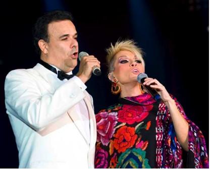 Yuri y Fernando de la Mora en Serenata Jarocha