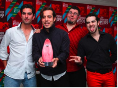 Abuechean a Panda en  Premios MTV LA 2009 en México