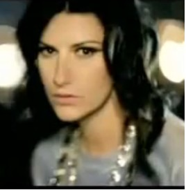 Video Con La Musica Alla Radio de Laura Pausini