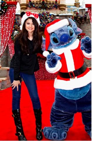 Selena Gomez comienza los festejos de Navidad